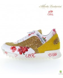 Sneaker giallo ''Eternal Love''