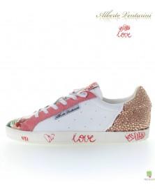 粉红色运动鞋 ''Pure Love''