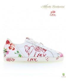 Weiße Sneaker ''First Love''